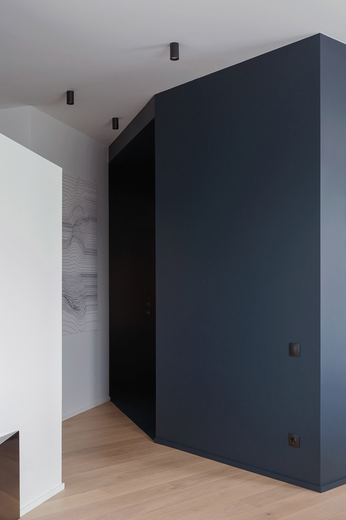 An Apartment With A Complex Geometry images 24