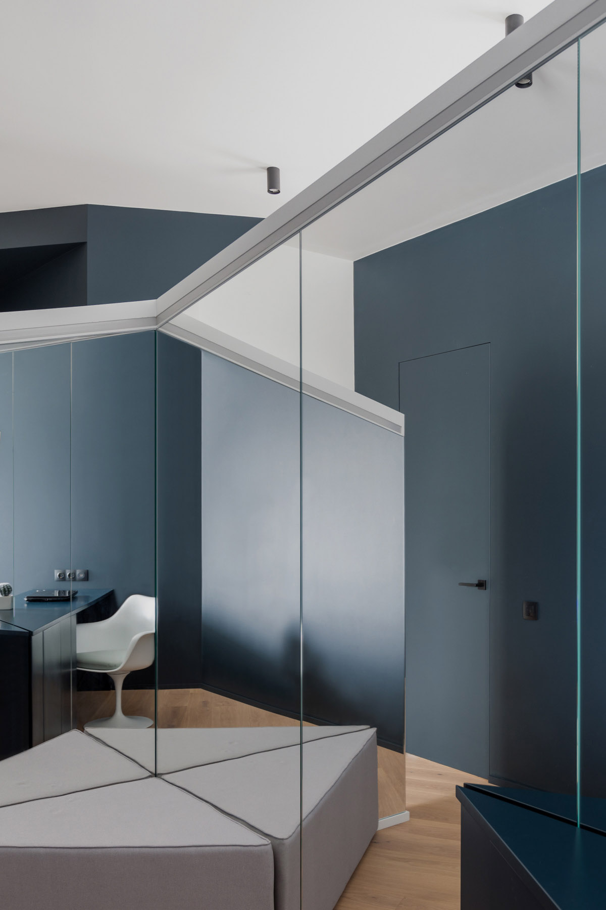 An Apartment With A Complex Geometry images 28