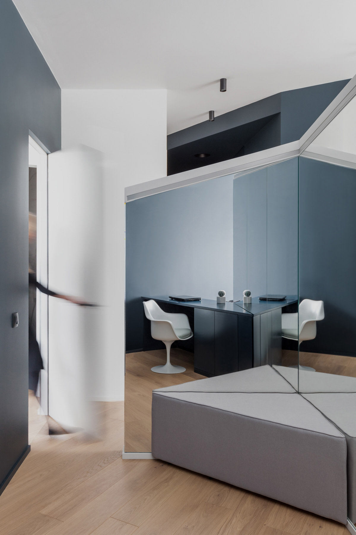 An Apartment With A Complex Geometry images 27