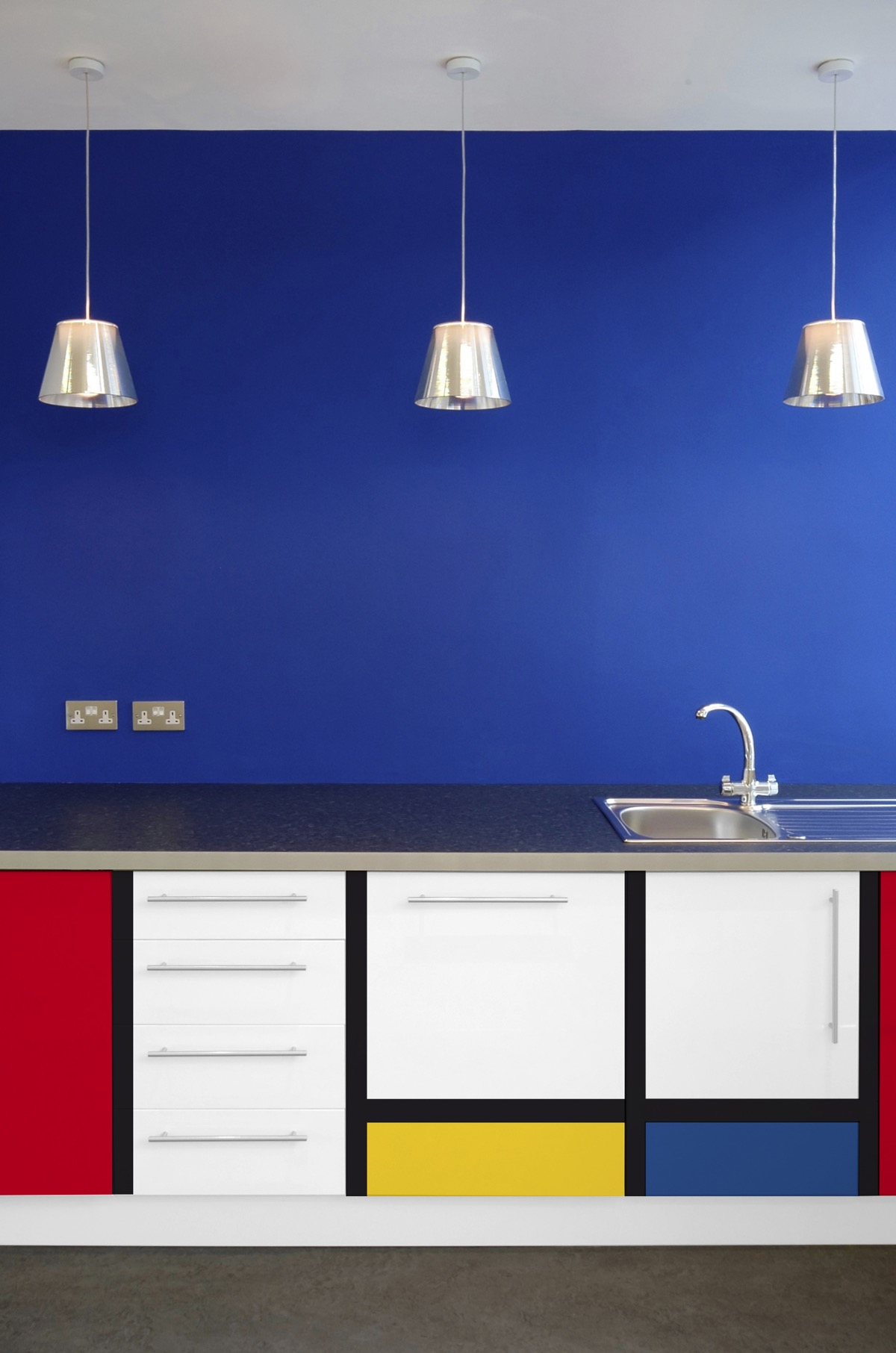 Piet Mondrian Inspired Interior Design To Give Your Home The De Stijl Flair images 40
