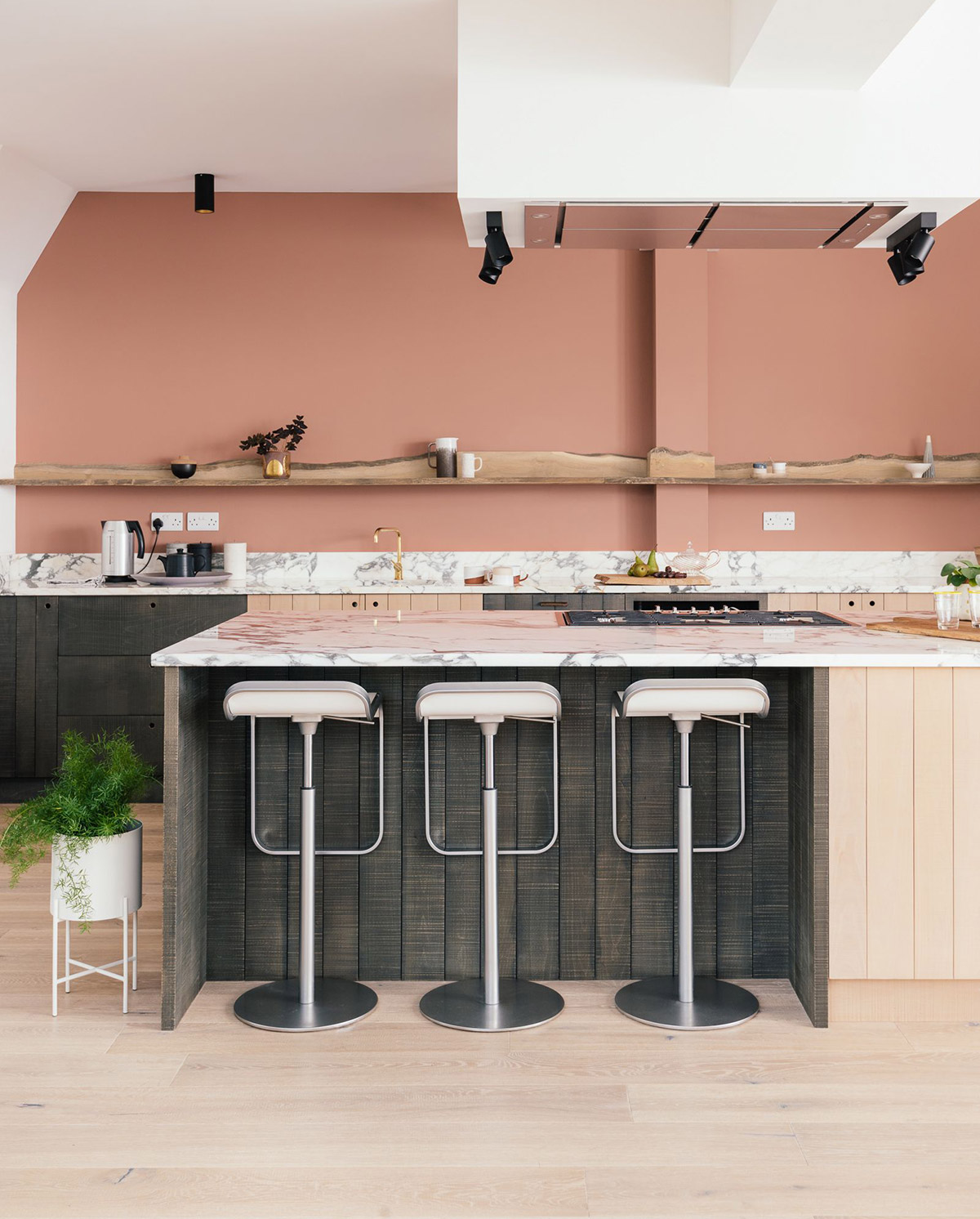 51 Inspirational Pink Kitchens With Tips & Accessories To Help You Design Yours images 15