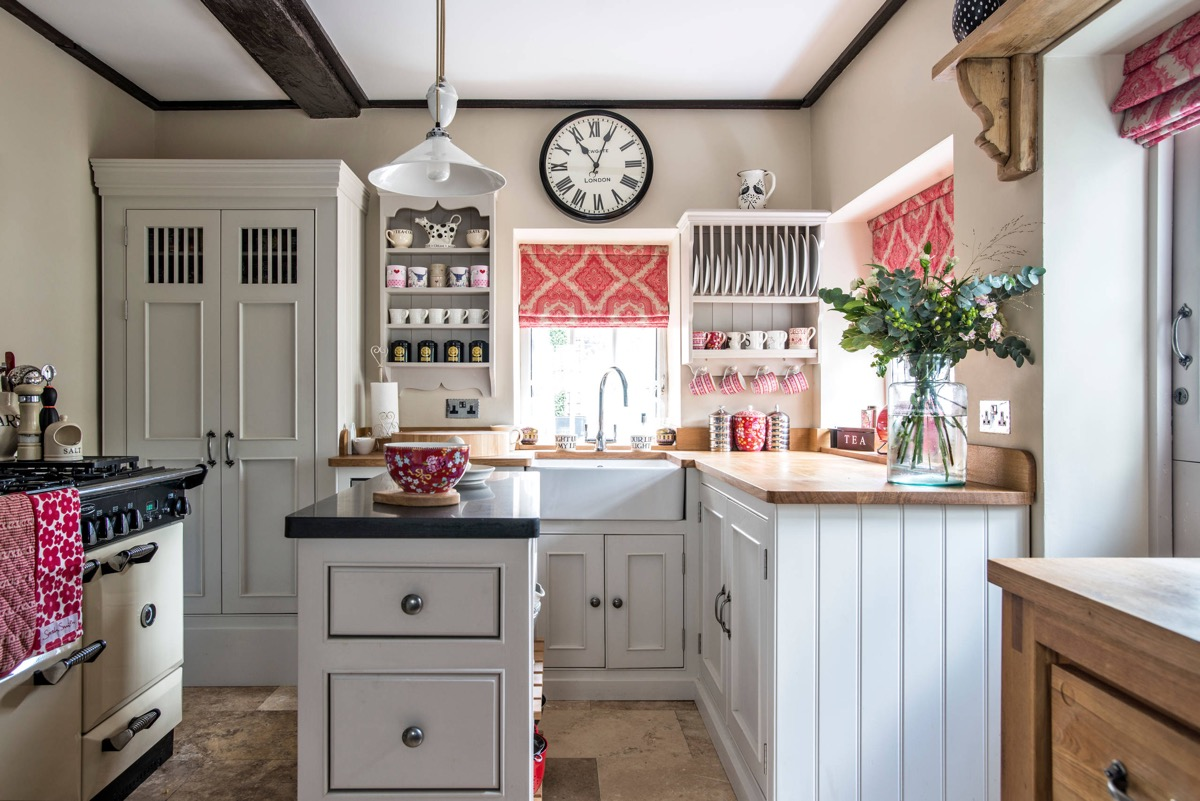 51 Inspirational Pink Kitchens With Tips & Accessories To Help You Design Yours images 44