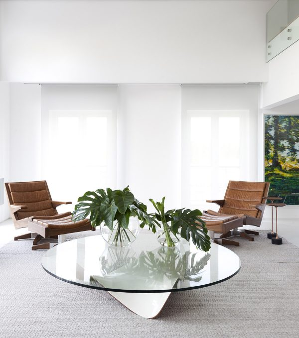 Charmant ... This Modernistic Home Nearby The Ibirapuera Park. A Large Glass Coffee  Table Forms Its Centre, Topped With A Leafy Canopy Of Plants.