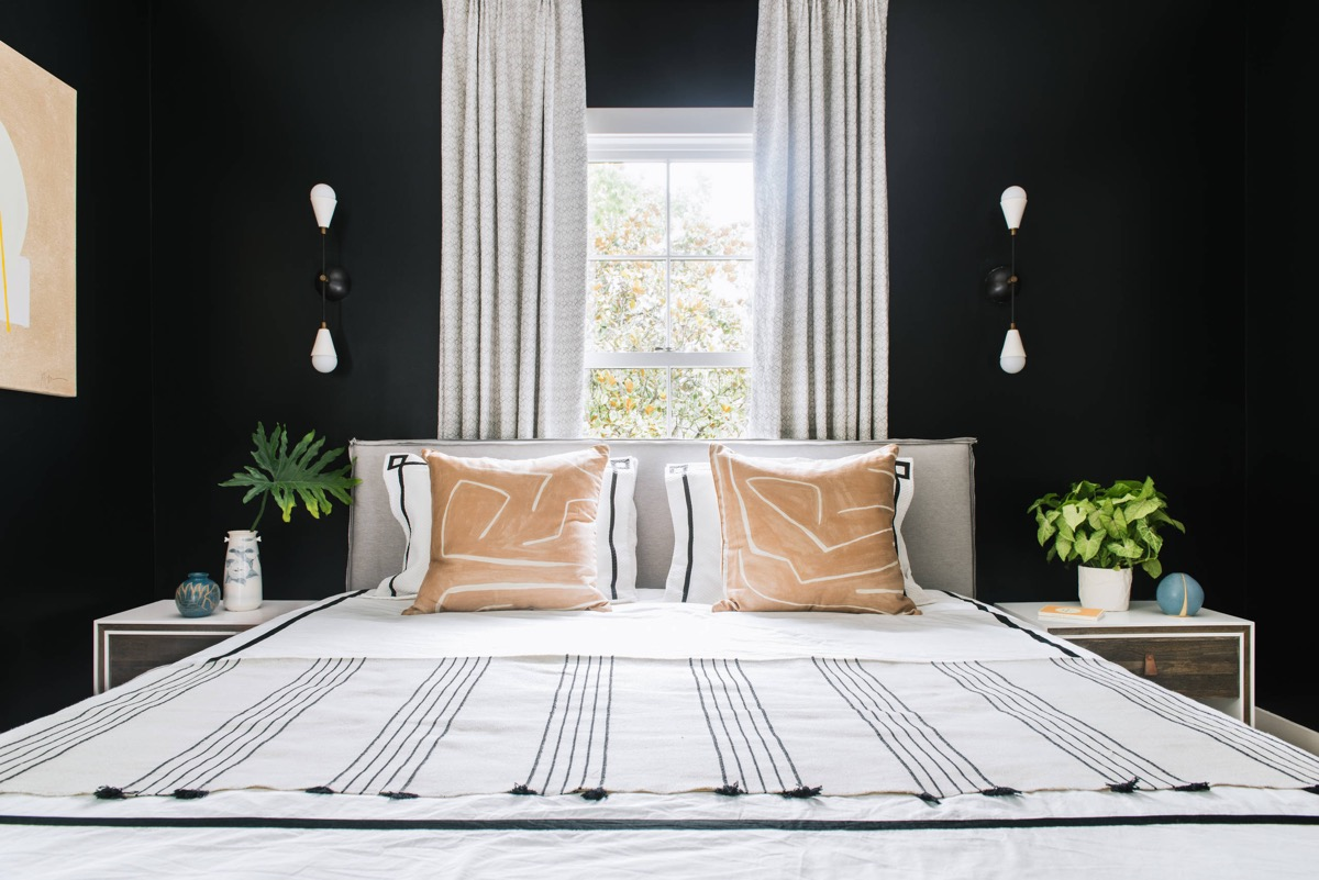 51 beautiful black bedrooms with images tips accessories to help you design yours for Black and beige bedroom ideas