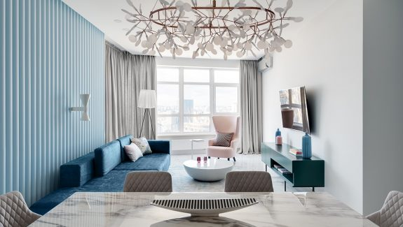 Bold And Breezy Interiors That Mix Blue And Pink Decor, With Red Accents