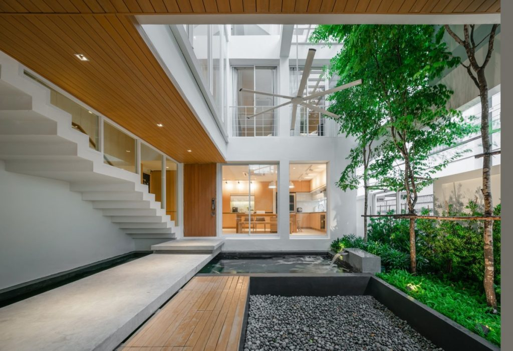 Minimalist Doctors' House With Courtyard And Koi Pond