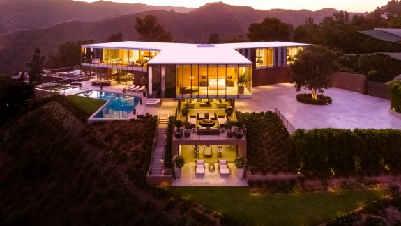 Incredible LA Mansion With Views Of The Ocean And Downtown