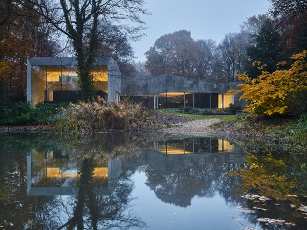 Stone and Glass House Design Blended With Stunning Natural Surroundings