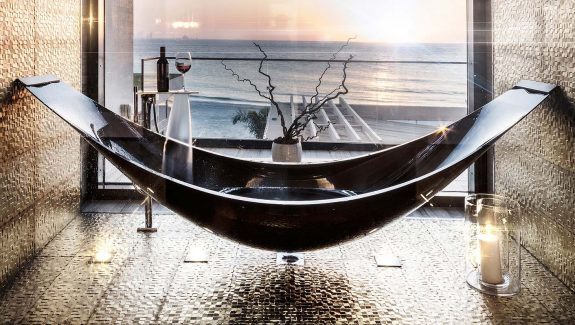 51 Bathtubs that Redefine Relaxation Through Smart Features and Fresh Style