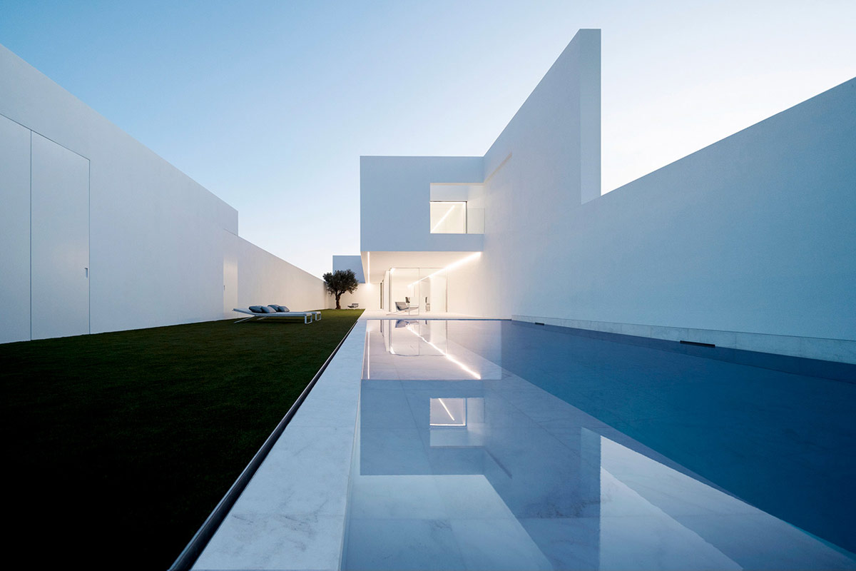 Home Design Ideas and Tips: luxury modern home with pool