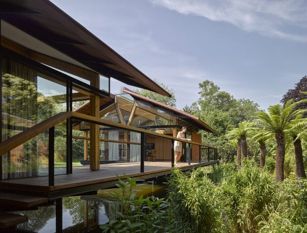 Incredible Flood-Proof House Built Over A Private Lake