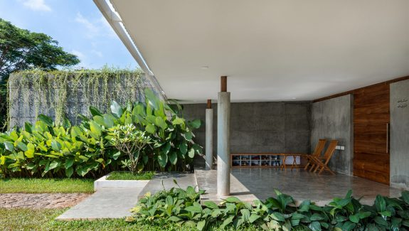 A Lush Modern Tropical House In Kerala With Indoor Greenery