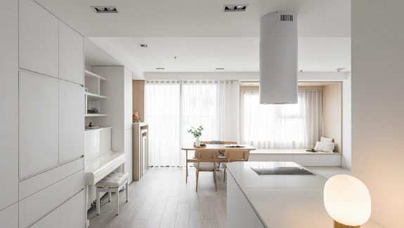 Expanding Modern Interiors With Minimalist White Decor