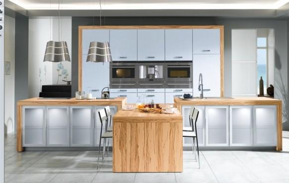 weiße Küche aus Holz