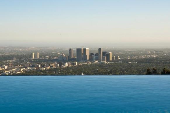 spektakuläre Aussicht auf den pool