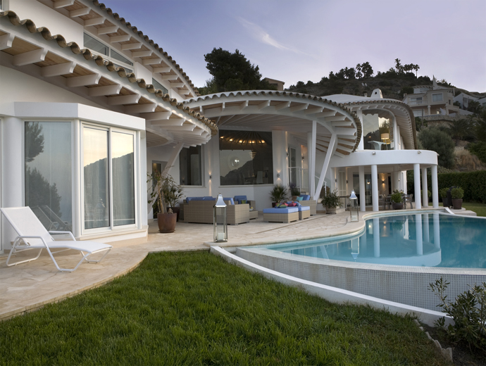 Luxury Villa Overlooking The Ocean