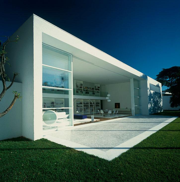 Minimalist House Modern Home Design: Sensational White Modern Home