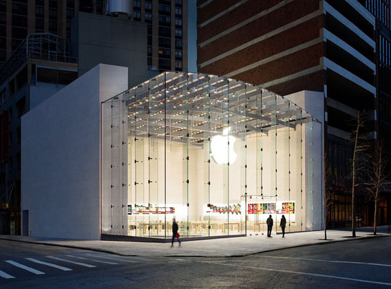 Apple-store in der Dämmerung