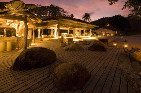 Private Island Seychellen - nachts beleuchtet