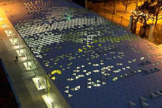 Solar powered design Zentrum - in der Nacht