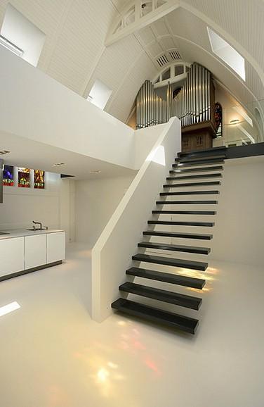Kirche umgebaut - Treppe