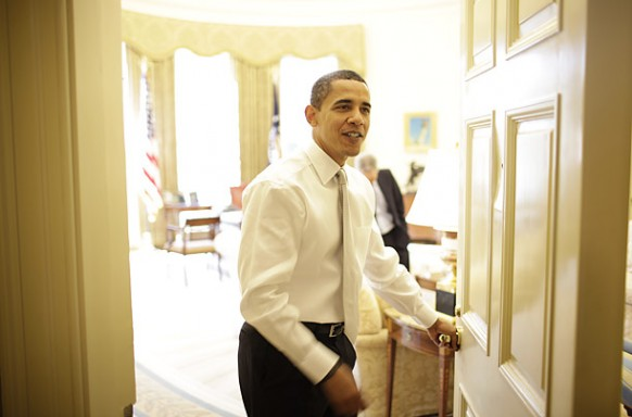 Herr obama am Eingang des oval office