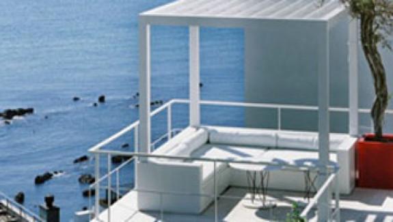 Beautiful House Overlooking the Ocean