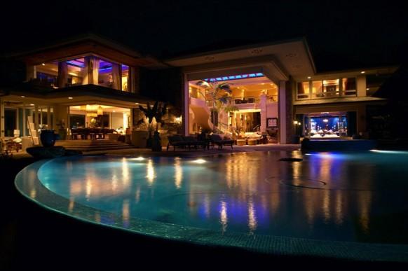 schöne villa in der Nacht
