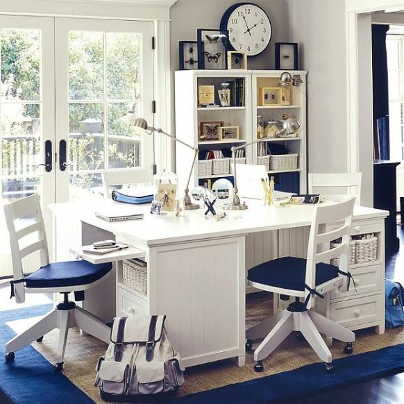 blau-weißes Arbeitszimmer