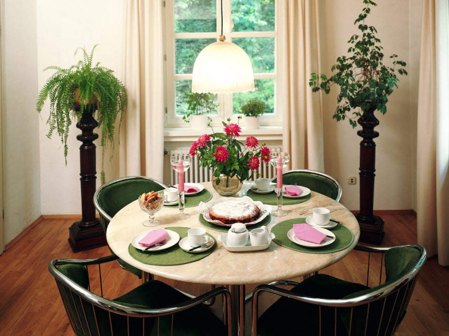 Cute And Small Dining Spaces