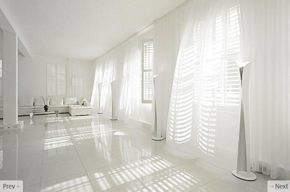 weiße, fließende Vorhänge