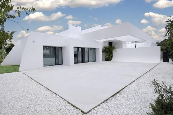 13 wunderschöne weiße Hinterhof