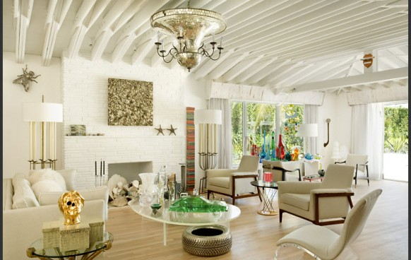 weißen Möbeln im Wohnzimmer