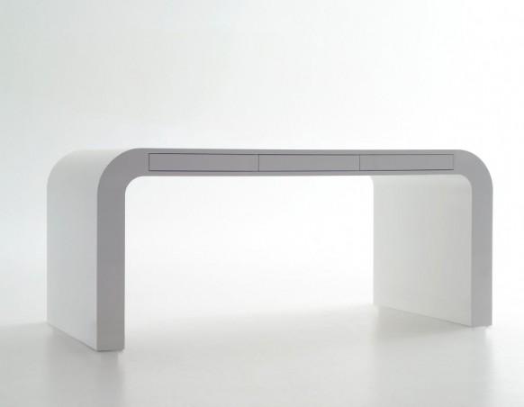 signalement weißen Schreibtisch
