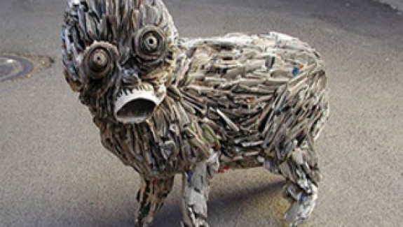 What insanely creative people do with waste newspapers