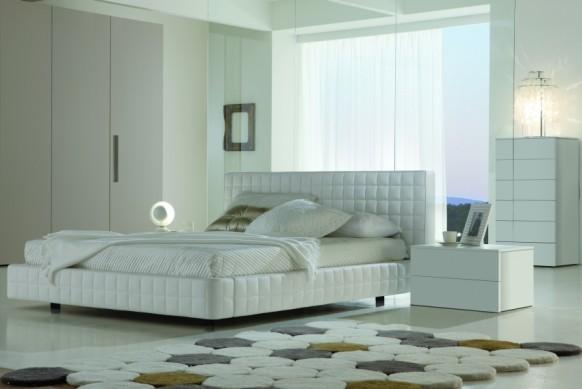weiß-Schlafzimmer-mit-Teppich