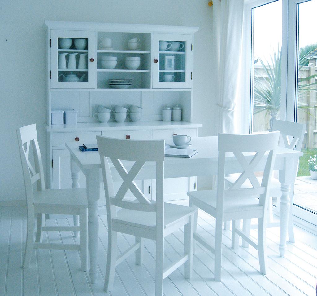 White Kitchen Table With Bench: Decorating In White: Gorgeous White Interior Design