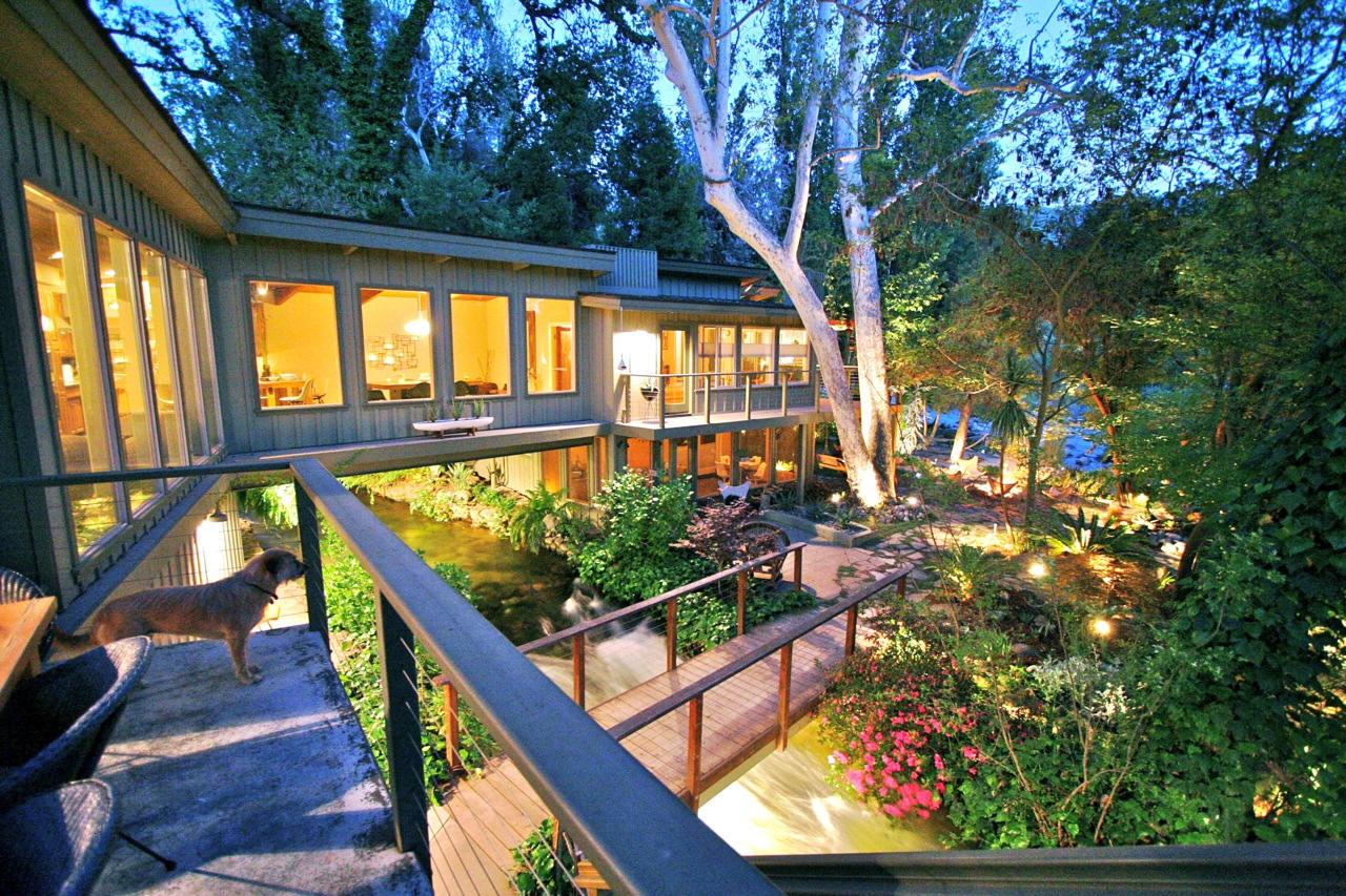 Sensational Amazing House Built Across A River Home Remodeling Inspirations Propsscottssportslandcom