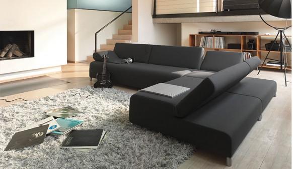 dunkle sofa gesetzt
