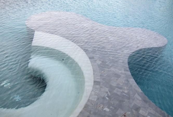 Schnecke im inneren pool