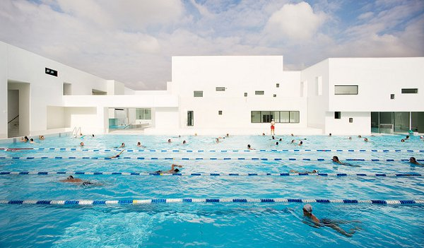 Indoor pool inspiration an aquatic center in france for Pool design center