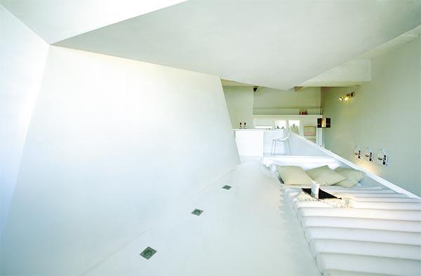weißes Dach und Treppe