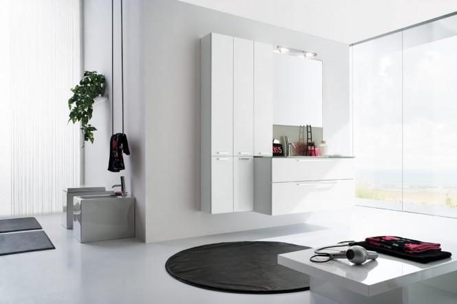 alle weiße Badezimmer