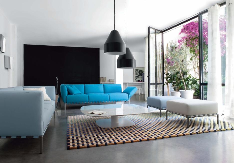 Black lamps blue white sofas · beutiful white living room