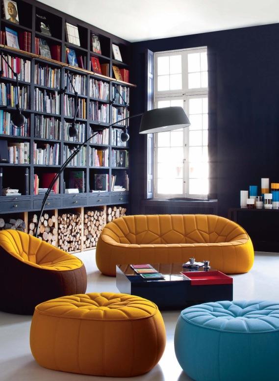 Buch-Regal im Wohnzimmer
