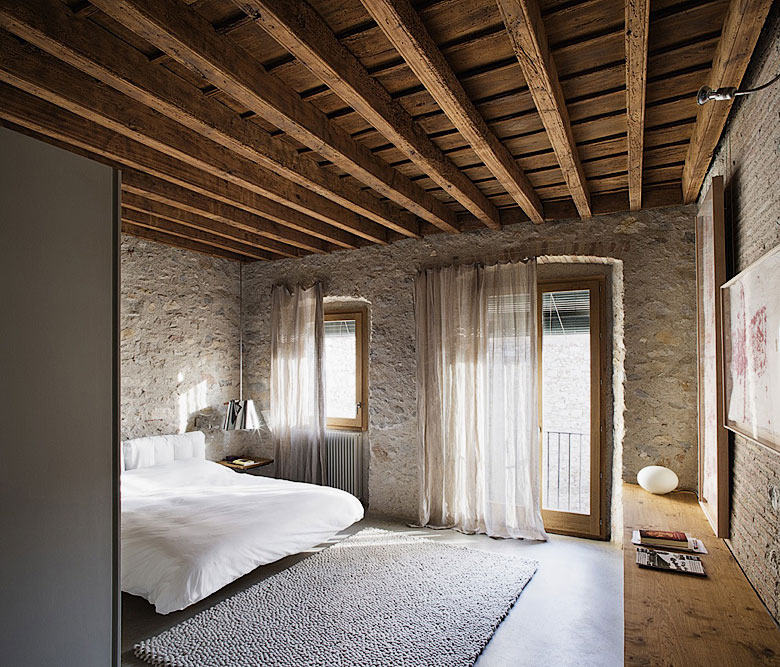 Modern Kids Bedroom Ceiling Designs Rustic Bedroom Accessories Bedroom Blue Color Combinations Bedroom Interior Design Singapore: Modern Medieval Apartment
