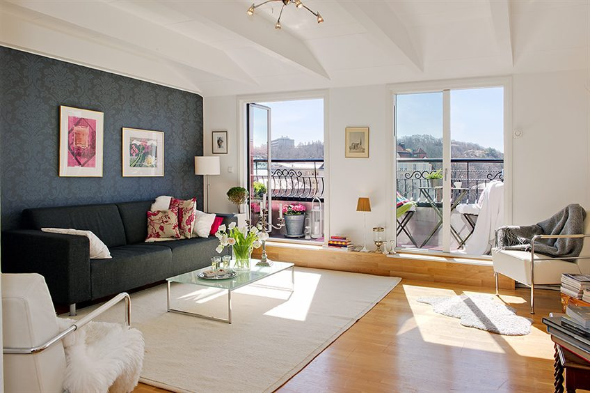 Simply Urban Living Room Offers Traditional Luxury