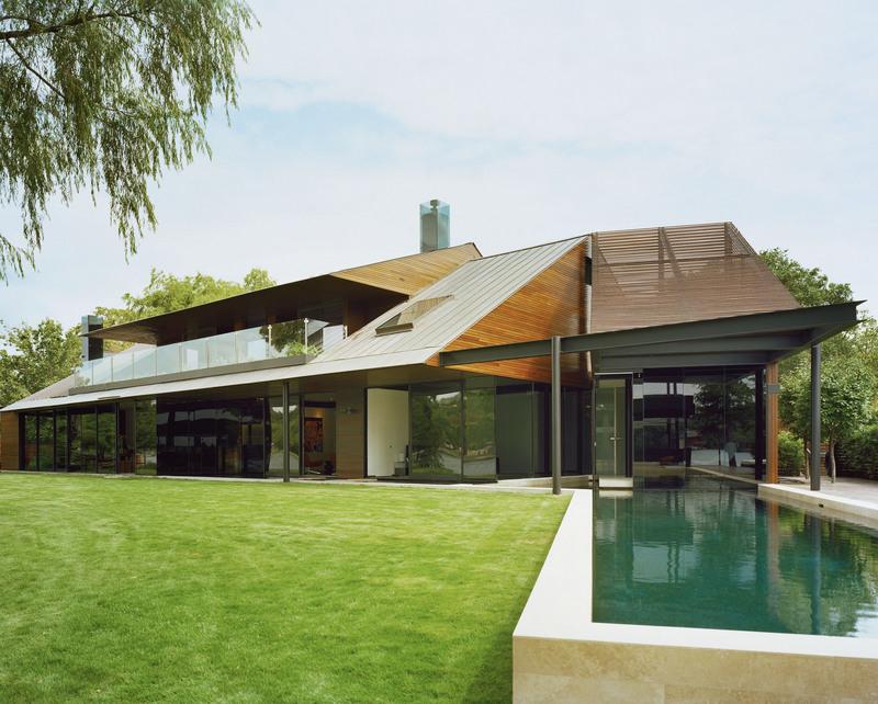 promote: A Peninsula House on Lake Austin, Texas