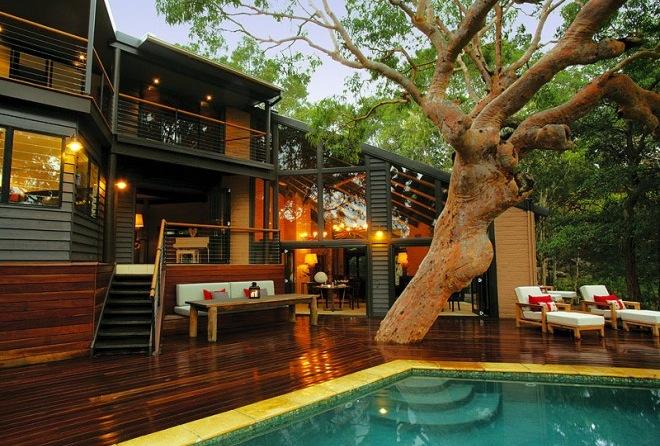 Pretty beach house in sydney for Pool design sydney