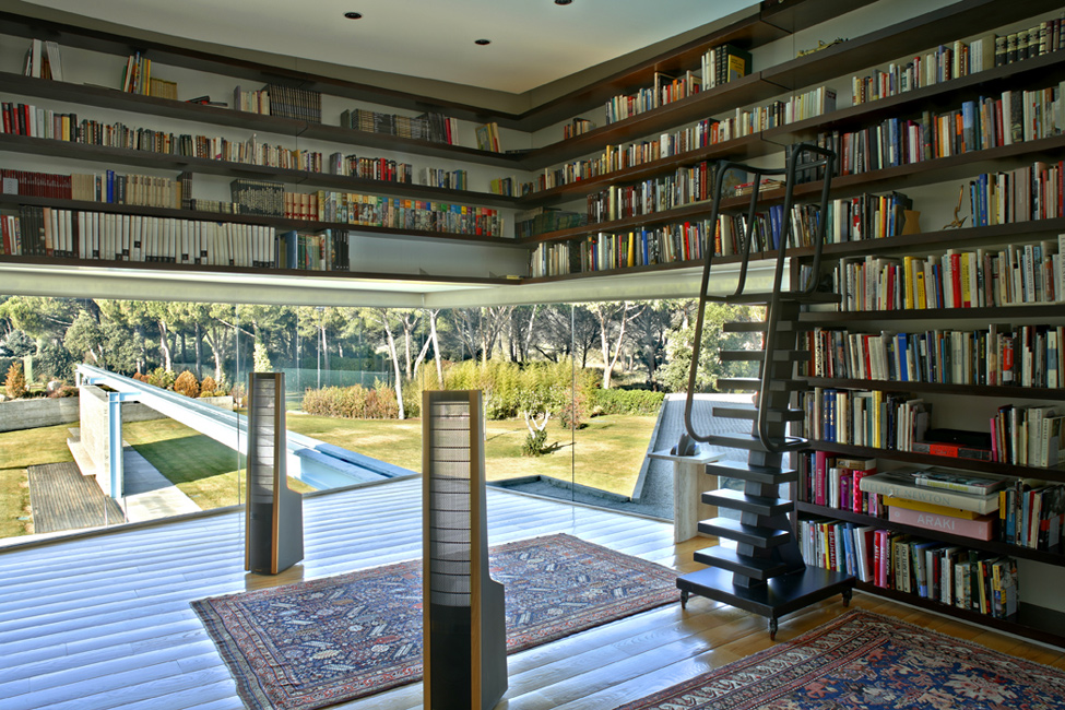 An amazing mansion in madrid - Building a home library ...